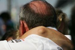 Ron Dennis emocional después de la carrera