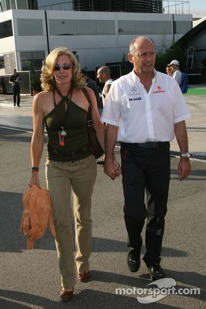 Ron Dennis, Presidente de McLaren y director del equipo Lisa Dennis esposa de Ron Dennis