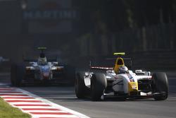 Lucas di Grassi leads Giorgio Pantano