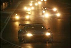 #33 Jetalliance Racing Aston Martin DB9: Karl Wendlinger, Ryan Sharp devant le peloton