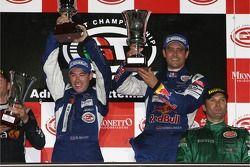 Podium GT1: les gagnants Karl Wendlinger et Ryan Sharp