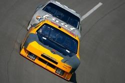 Jacques Villeneuve devant Dale Earnhardt Jr.