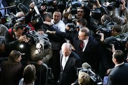 Ron Dennis, Presidente de McLaren, director del equipo, llega