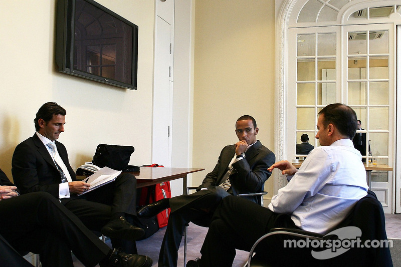 Pedro de la Rosa, Test Driver, McLaren Mercedes and Lewis Hamilton, McLaren Mercedes at the hearing
