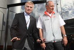 После шпионского скандала: Президент FIA Макс Мосли и исполнительный директор McLaren Рон Деннис