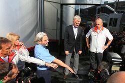 Президент FIA Макс Мосли и руководитель команды McLaren Рон Деннис
