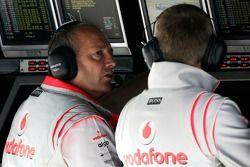 Исполнительный директор McLaren Рон Деннис и Мартин Уитмарш
