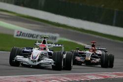 Robert Kubica, BMW Sauber F1 Team, F1.07 and Vitantonio Liuzzi, Scuderia Toro Rosso, STR02