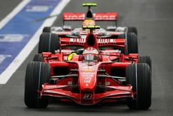 Kimi Raikkonen, Scuderia Ferrari, F2007 ve Lewis Hamilton, McLaren Mercedes, MP4-22