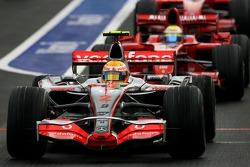 Lewis Hamilton, McLaren Mercedes, MP4-22 ve Felipe Massa, Scuderia Ferrari, F2007