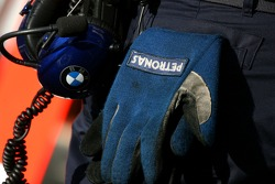 glove, a mechanic, BMW Sauber F1 Team