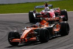 Adrian Sutil, Spyker F1 Team, Jarno Trulli, Toyota Racing