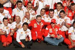 Podium: Sieger Kimi Räikkönen mit Felipe Massa