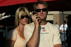 Ryan Hunter-Reay and girlfriend Beccy wait for the end of the race with a lap to go