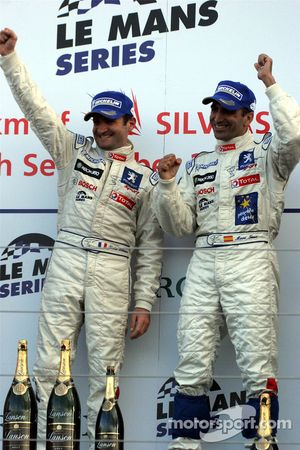 Podium: les vainqueurs de la course Nicolas Minassian et Marc Gene