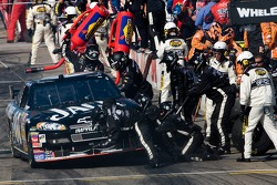 Pitstop for Clint Bowyer