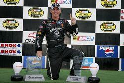 Victory lane: le vainqueur Clint Bowyer
