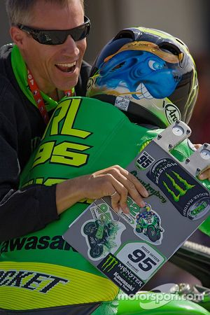 Roger Lee Hayden is congratulated by Kawasaki crew Chief Gary Medley after winning the 2007 AMA Supersport Championship