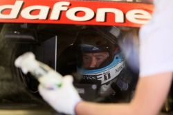 The windshield of Mika Hakkinen, Team HWA AMG Mercedes, AMG Mercedes C-Klasse is being cleaned