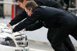 Mechanics push the car of Jamie Green, Team HWA AMG Mercedes, AMG Mercedes C-Klasse, into the pitbox