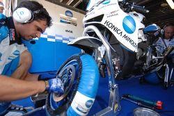 Membre du Konica Minolta Honda team au travail