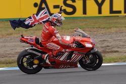 Campeón de MotoGP 2007 Casey Stoner celebra