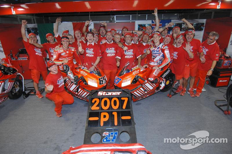 Celebrations Ducati: Juara dunia MotogP 2007, Casey Stoner dan pemenang balapan Loris Capirossi