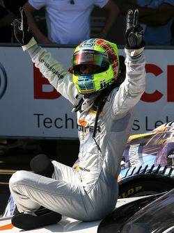 Race winner Jamie Green, Team HWA AMG Mercedes