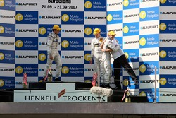 Race winner Jamie Green, Team HWA AMG Mercedes, AMG Mercedes C-Klasse hugs his engineer Gerhard Unga