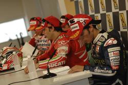 Conferencia de prensa después de la carrera: ganador de la carrera Loris Capirossi, Randy De Puniet,