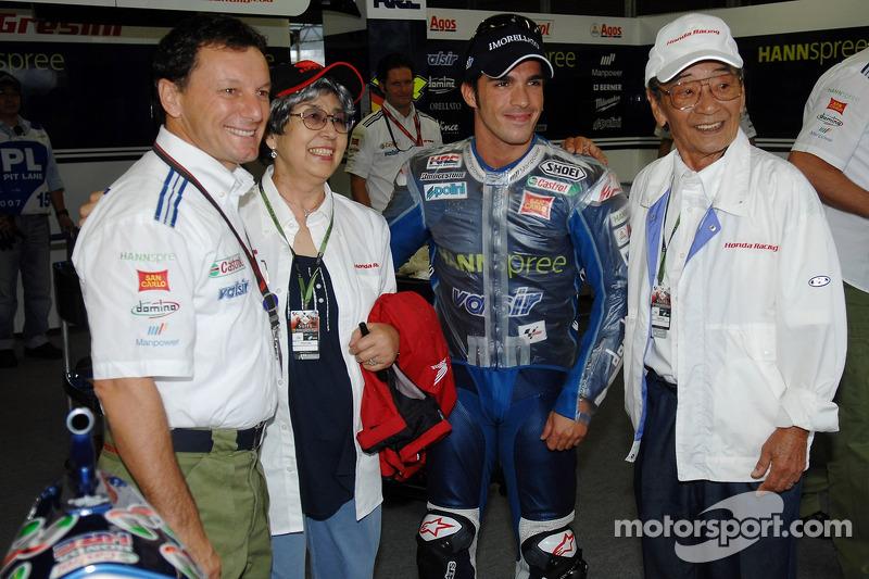 Marco Melandri y Fausto Gresini con invitados