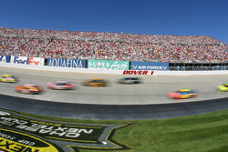 The filed steams through turn 1