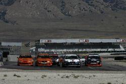 Départ ST: #93 GOTO Racing Subaru Legacy: Brian Lock, Chris Lock et #75 Kensai Racing Acura TSX: Aaron Povoledo, Beau Buisson se battent pour la tête