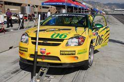Arrêt au stand pour la #06 Project Motorsports Chevrolet Cobalt: Derek DeBoer, Tom Smurzynski, Mallory Smurzynski