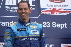 le vainqueur Alain Menu, Team Chevrolet, Chevrolet Lacetti