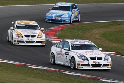 Andy Priaulx, BMW Team UK, BMW 320si WTCC, Felix Porteiro, BMW Team Italy-Spain, BMW 320si WTCC, Robert Huff, Team Chevrolet, Chevrolet Lacetti