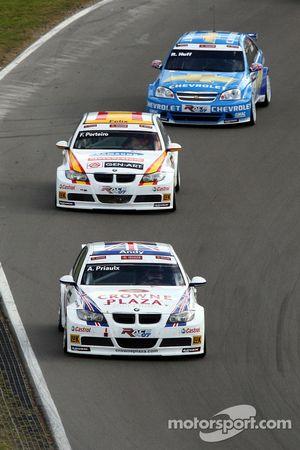 Andy Priaulx, BMW Team UK, BMW 320si WTCC, Felix Porteiro, BMW Team Italy-Spain, BMW 320si WTCC, Robert Huff, Team Chevrolet, Chevrolet Lacetti