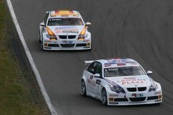 Andy Priaulx, BMW Team UK, BMW 320si WTCC and Felix Porteiro, BMW Team Italy-Spain, BMW 320si WTCC