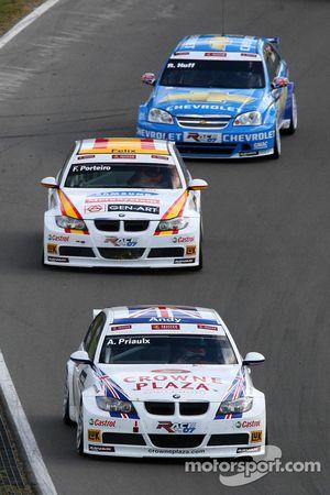 Andy Priaulx, BMW Team UK, BMW 320si WTCC, Felix Porteiro, BMW Team Italy-Spain, BMW 320si WTCC and Robert Huff, Team Chevrolet, Chevrolet Lacetti