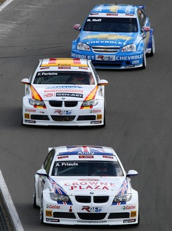 Andy Priaulx, BMW Team UK, BMW 320si WTCC, Felix Porteiro, BMW Team Italy-Spain, BMW 320si WTCC and Robert Huff, Team Chevrolet, Chevrolet Lacetti