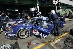 Arrêt au stand pour la #11 Scuderia Playteam Sarafree Maserati MC 12: Andrea Bertolini, Andrea Picci