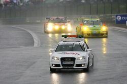 Tour de formation: la voiture de rythme devant la #1 Manthey Racing Porsche 911 GT3 RSR: Timo Bernhard, Marc Lieb, Romain Dumas, Marcel Tiemann
