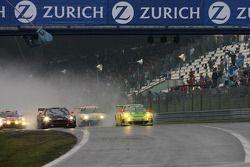 Départ: #1 Manthey Racing Porsche 911 GT3 RSR: Timo Bernhard, Marc Lieb, Romain Dumas, Marcel Tieman