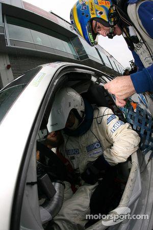 Arrêt au stand pour la #30 Mühlner Motorsport Porsche 997 GT3 Cup: Heinz-Josef Bermes, Ulf Karlsson