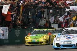 Le vainqueur, la #1 Manthey Racing Porsche 911 GT3 RSR: Timo Bernhard, Marc Lieb, Romain Dumas, Marcel Tiemann