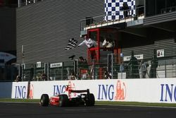 Le vainqueur de la course Nicolas Lapierre, DAMS