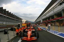 Spyker F1 Team, les voitures dans la voie des stands