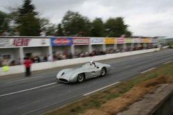 Jean Alesi dans la Mercedes Streamliner de Fangio