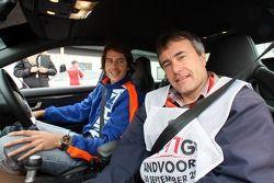 Journaliste auto dans la voiture de sécurité de A1GP avec Arie Luyendyk Jr., pilote A1 Equipe des Pays-Bas