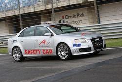 Journaliste auto dans la voiture de sécurité de A1GP avec Arie Luyendyk Jr., pilote A1 Equipe des Pa